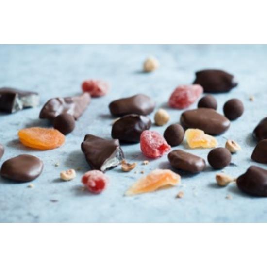 Csokoládéba mártott aszalt gyümölcsök